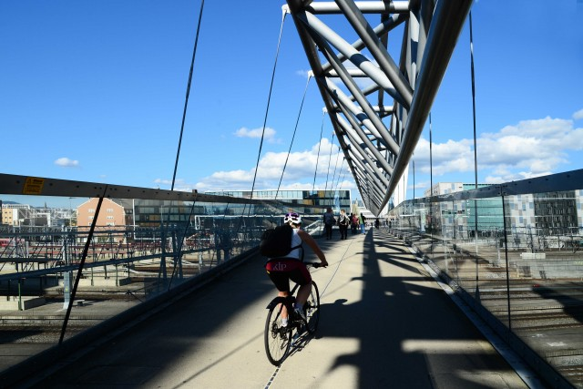 Il nuovo ponte sopra la stazione ferroviaria: solo per bici e pedoni.