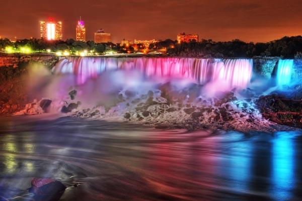Cascate del Niagara: le nuove, spettacolari luci notturne