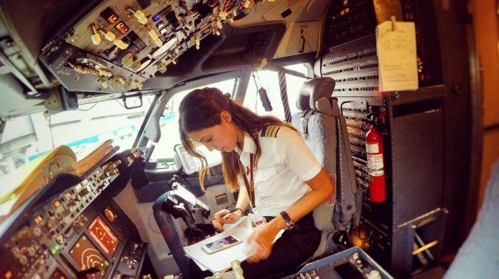 Foto Instagram: tutti pazzi per Eser, donna pilota