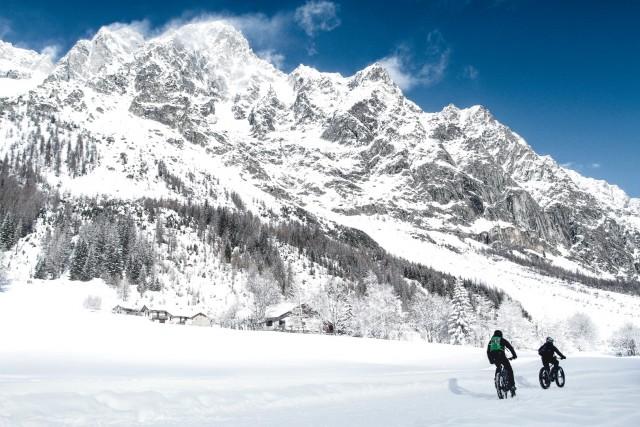 Fat bike elettriche sulle nevi della Val Ferret
