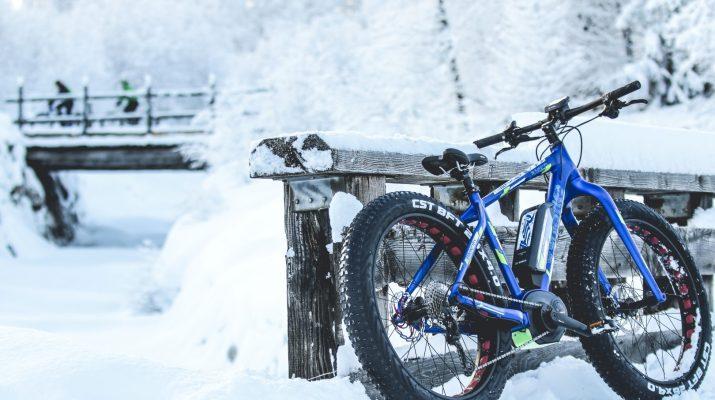 Foto Fat bike elettriche sulle nevi della Val Ferret
