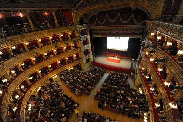 Biennale Democrazia, dal 29 marzo al 2 aprile, è la kermesse dedicata alla partecipazione attiva: il pubblico è composto per la maggior parte da giovani e giovanissimi.