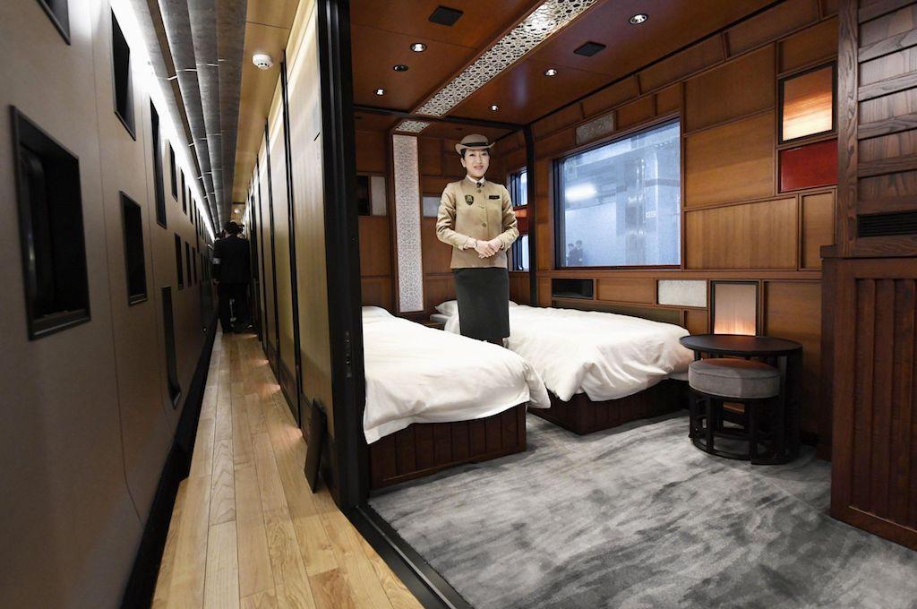 """Il treno-crociera """"Suite Shiki-Shima"""""""