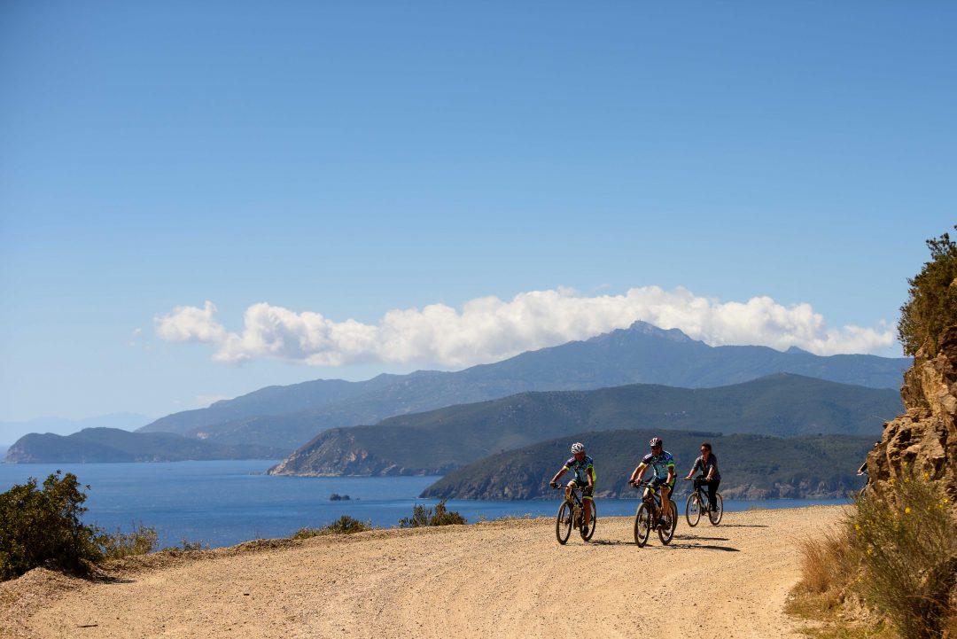 Isola d'Elba: spiagge, trekking e in bici sui sentieri