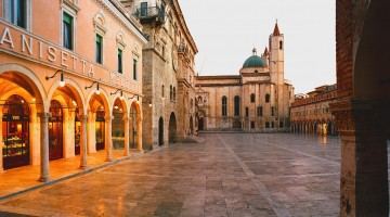 Marche: i buoni sapori del Piceno. In bici tra borghi, cantine e colline