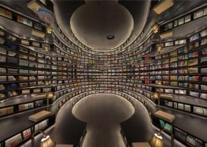 La libreria piena di specchi