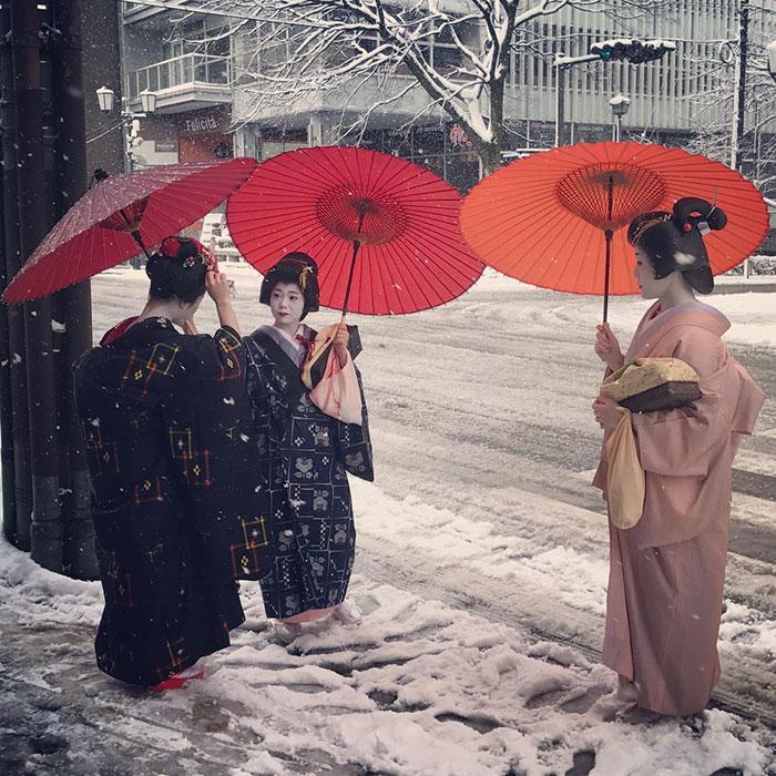 Storie per partire. Capire il Giappone. Con un libro del 1944