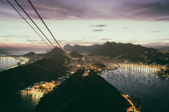 La vista mozzafiato sulla vivace città di Rio de Janeiro, prima tappa del viaggio di Bellini