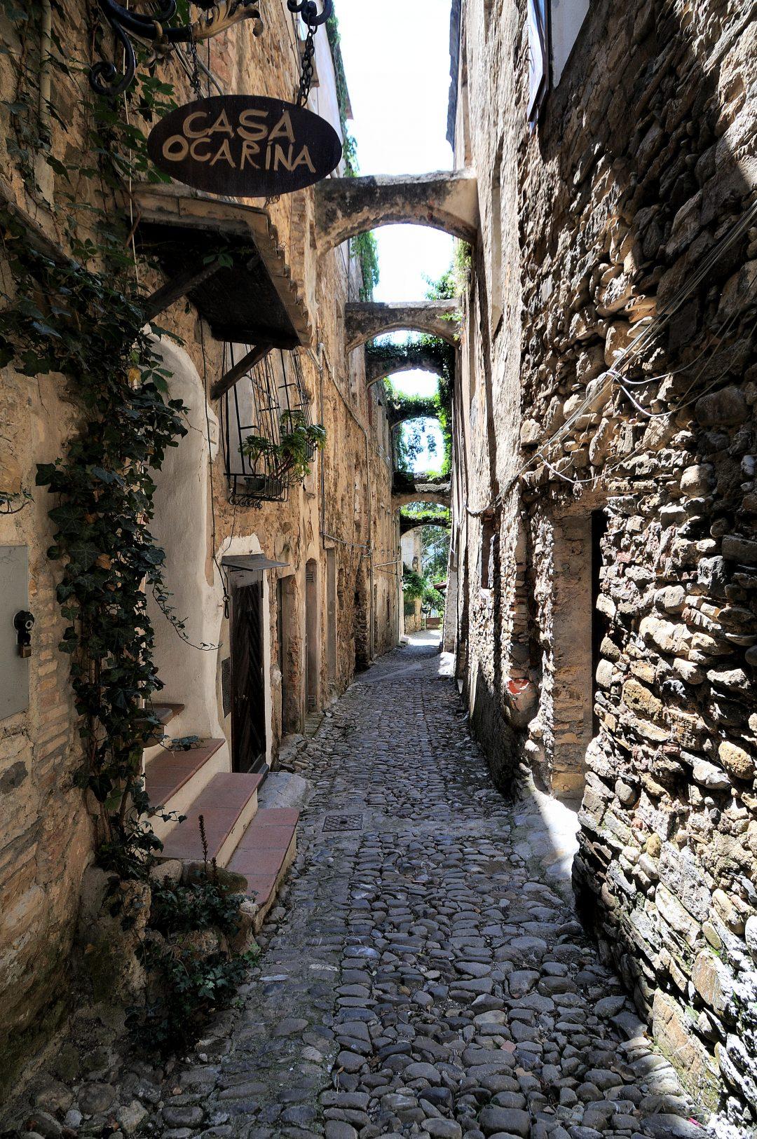 Bussana Vecchia, il borgo ligure adottato dagli artisti e mappato da Google