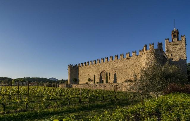 Il Castello di Passirano fa da sfondo alle escursioni inFranciacorta.