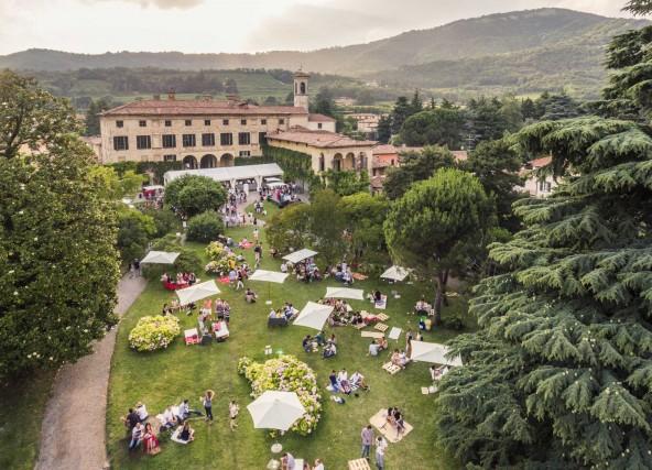 Diversi eventi animano il Festival Fraciacorta d'Estate: una due giorni di degustazioni, stand di produttori locali, visite alle cantine e cene tematiche in ristoranti e agriturismi.