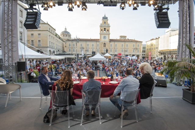 In programma, talk show e incontri open air, per analizzare il food a 360 gradi