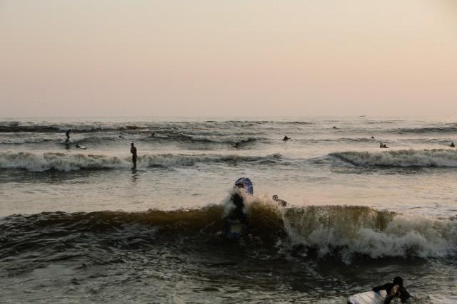 Nella baia a sud di Lima, si trovano le condizioni ideali per praticare il surf