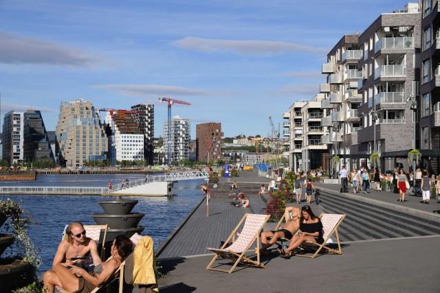 La spiaggia urbana die di Sørenga, dove a settembre si prende ancora il sole.