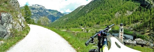 Ilbivio diChiavettain Val Maira è una delle tappe del programma di cicloturismo sul Monviso, VeloViso.