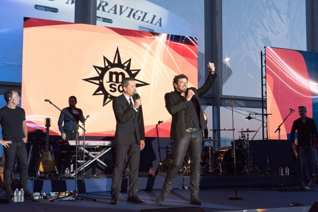 Un grande evento degno di una grande nave. AlChristening erano presenti grandi nomi dello spettacolo, comeGad Elmaleh e Patrick Bruel.
