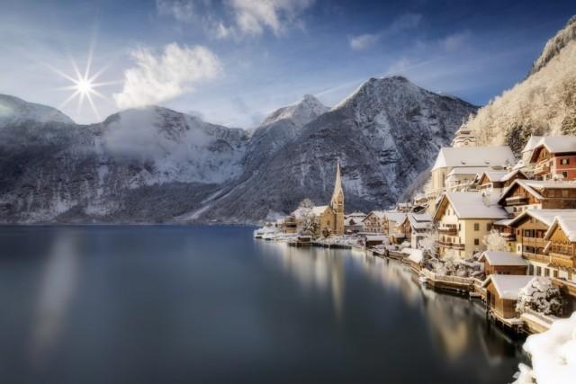 AUSTRIA – Si avvicina al podio l'Austria, dove i giorni di vacanza sono in media 38. In foto il borgo diHallstätt, patrimonio Unesco dell'Umanità.