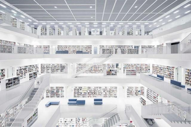 La biblioteca civica di Stoccarda(Stadtbibliothek Stuttgart) ha la propria sede principale nella biblioteca comunale di Mailänder Platz. Èstata aperta nel2011