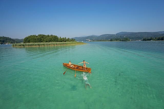 La Carinzia è un mare di laghi dalle acque calde e cristalline.