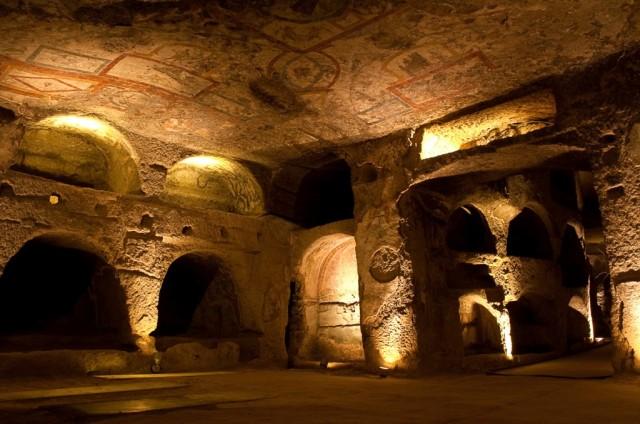 In compagnia delle guide di Napoli Sotterranea si scopre un volto inedito della città e si cammina nel sottosuolo.