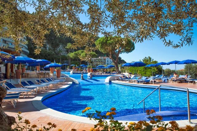 L'Hilton Sorrento Palace è perfetto per una vacanza in famiglia. Oltre alle piscine adatte ai più piccoli, infatti, ha anche un attrezzato kids' club.