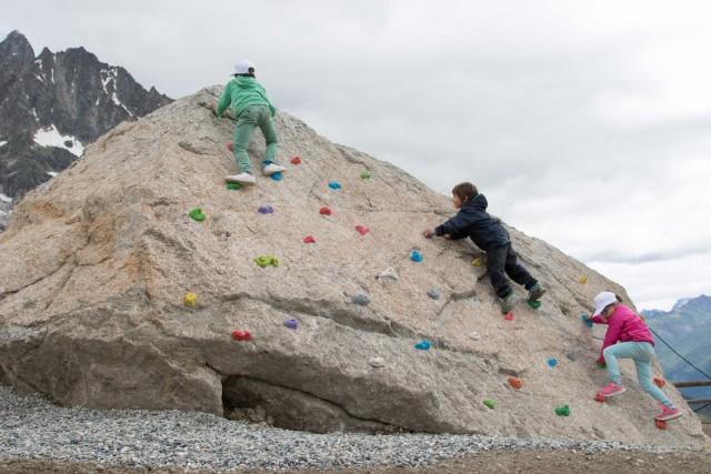 Piccoli arrampicatori crescono alloSkyway For Kids, un parco giochi per bambini, dove divertirsi stando all'aria aperta.