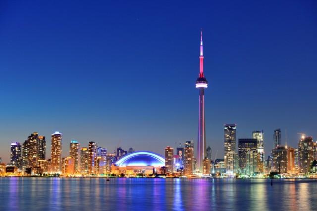 CANADA – Al terzo gradino, il Canada ha 19 giorni di ferie, 10 pagati e 9 di festa nazionale (in foto, lo skyline di Toronto).