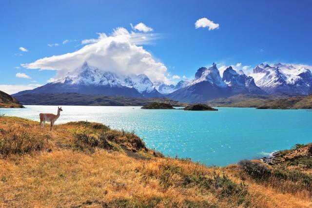 CILE – Come in Belgio, anche in Cile i giorni di ferie sono 30. Ma 15 pagati e 15 di festa nazionale. (in foto vista del lago Pehoe nelNational Park Torres del Paine in nel sud del Paese).