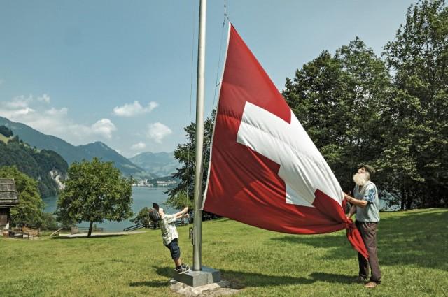 SVIZZERA – In Svizzera i gironi possono essere 29. Infatti sono 20 quelli pagati e 8 + 1 (non obbligatorio per legge) quelli di festa nazionale.