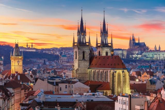 REPUBBLICA CECA- 32 giorni di cui 20 pagati e 12 di festa nazionale anche per i lavoratori di questo Paese europeo (in foto: vista della città vecchia di Praga).