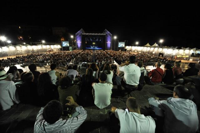 All'Arena Santa Giuliana, in occasione dell'Umbria Jazz, sono attesi vari artisti tra cui Kraftwerk, Brian Wilson, Enrico Rava, Fabrizio Bosso e Stefano Bollani
