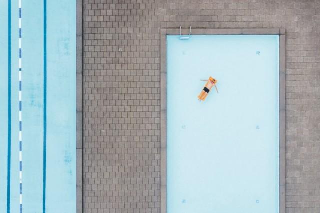 E qui una selezione di altri scatti che hanno partecipato al concorso: una piscina pubblica aOskarström, in Svezia