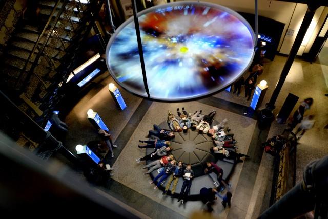 Al Naturkundemuseum, il museo di storia naturale, si cammina tra le sale circondati da animali di ogni tipo e ci si sdraia sul divano rotondo per vedere il video sulla nascita della Terra.