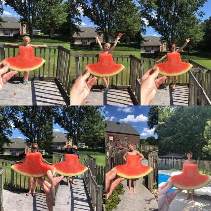 """#watermelondress, cioè vestito all'anguria. Gli utenti su Instagram si divertono a creare un """"vestito all'anguria"""" da indossare o da fare indossare ad amici, figli, cani o gatti"""