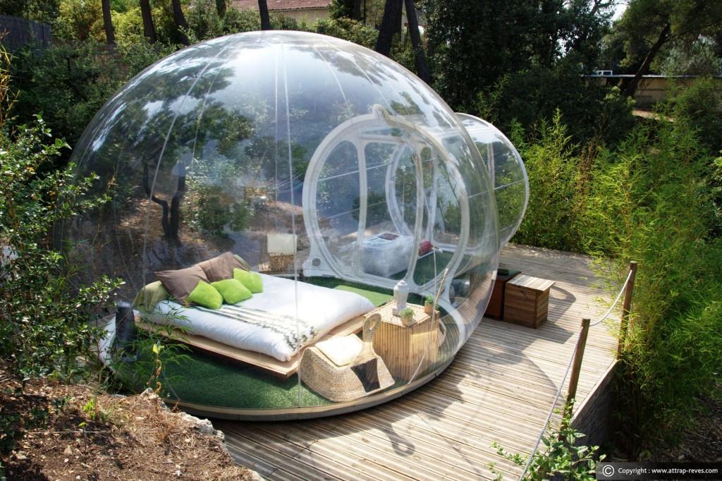 Dormire in case uniche: su un albero o in un faro