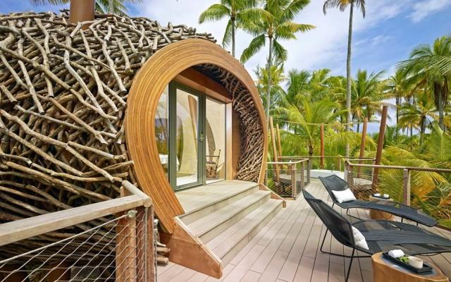 Al secondo posto della classifica dei migliori hotel al mondo (secondo i lettori di Travel + Leisure) c'è il resort The Brando sull'atollo Tetiaroia (nella Polinesia francese) che fu il rifugio di Marlon Brando