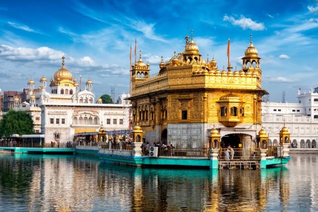 25. #GoldenTempleUn intero palazzo dorato sorge nella città indiana di Amritsar: considerato uno dei luoghi più sacri dai sikh, quindi oggetto di pellegrinaggi, è anche molto amato dai turisti. Si trova quindi al venticinquesimo posto nella classifica delle meraviglie più condivise da Instagram:#GoldenTemple è stato usato184.394volte.