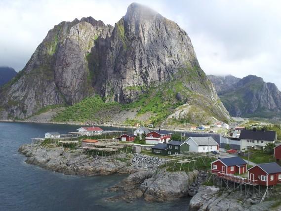 """Reine, un villaggio nelnord della Norvegia. """"Un luogo dove mi sono sentita libera e ho vissuto pienamente"""". Laura Ranieri"""