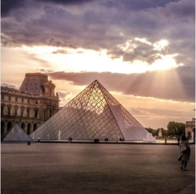 39. #TheLouvreIl Museo delLouvre raccoglie una serie di tesori artistici dell'umanità, ma sua stessa cupola che ospita la struttura museale è oggetto dell'interesse e delle fotografie dei turisti in visita a Parigi. Attenzione però ad usare l'hashtag di maggior ricorrenza, se si vuole postare un'immagine su Instagram: è#TheLouvre, non #Louvre.