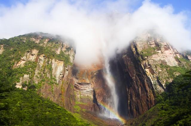 44. #AngelFallsTra le bellezze naturali più condivise dagli utenti di Instagram c'è il Salto Angel, in Venezuela, la cascata col maggior dislivello al mondo, che ricorre12.129 volte come#AngelFalls.