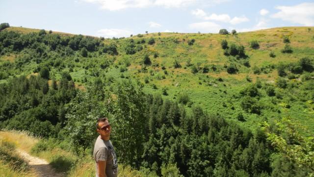 Escursione in montagna, da sfondoil meraviglioso panoramadella Maiella. Direzione,l'eremo di San Bartolomeo, un luogo di pace storia e spiritualità. Di Mario Forgione