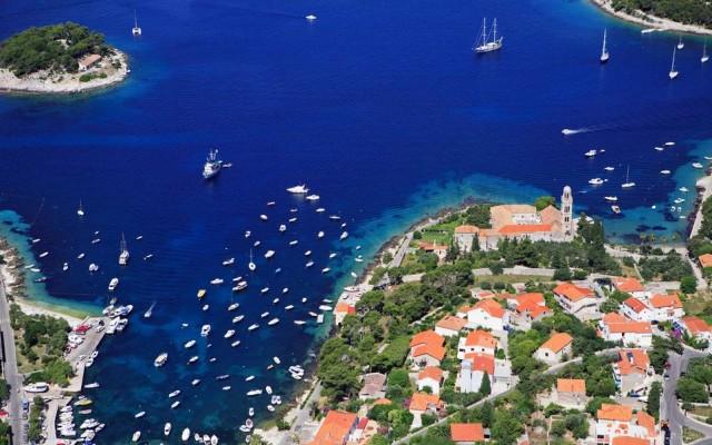 Nona posizione: l'Isola di Hvar, in Croazia, nel golfo di Spalato. Tuttavia, i lettori della rivista hanno giudicato molto positivamente tutte le isole Dalmate