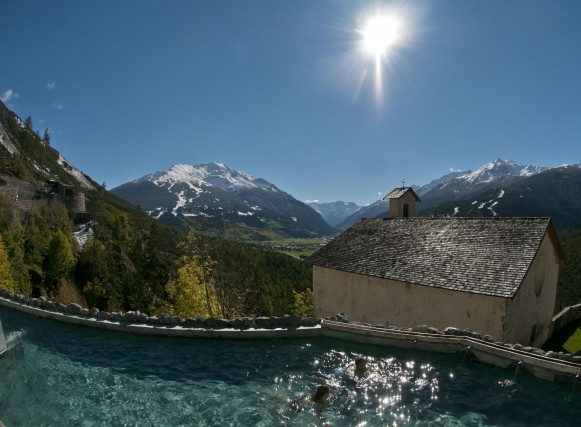L'acqua calda termale che alimenta le vasche dei Bagni Vecchi di Bormio sgorga da una delle nove sorgenti