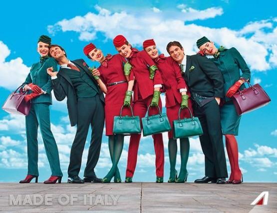 Queste sono invece le divise dell'Alitalia, presentate la scorsa estate. Social network e giornali non hanno perso l'occasione per criticarle. A crearle è stato lo stilista Ettore Bilotta che aveva vinto la gara per la commessa