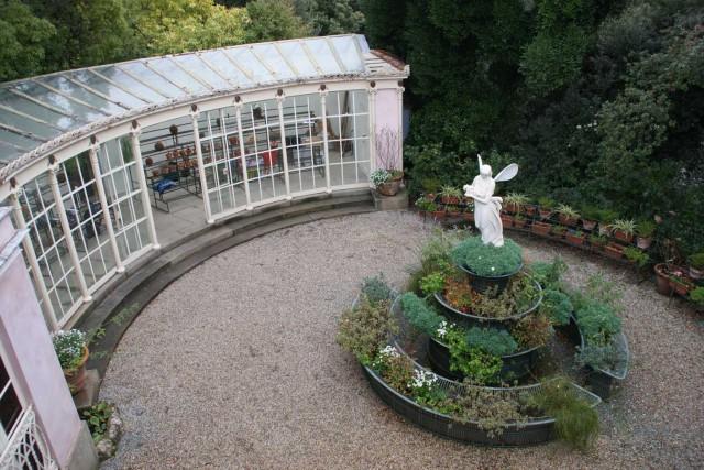Il restauro ha portato anche alla ricomposizione delle scene vegetali e alla ricostruzione dei percorsi