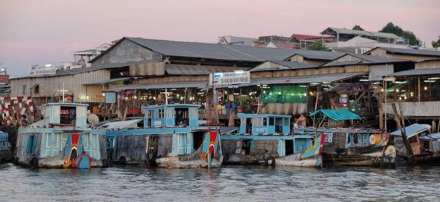 Il vivace mercato galleggiante di Cai Rang, nel delta del fiume Mekong.