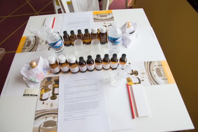 """A Grasse, si va a scuola di profumo e si crea la propria fragranza personalizzata nel laboratorio """"Apprenti Parfumer"""" di Fragonard"""