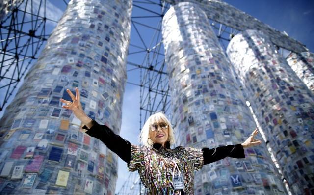 L'opera è dell'artista argentina Marta Minujín, 74 anni
