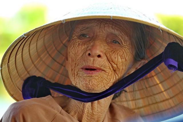 In Vietnam è tuttora indossato il capello a forma conica, usato come protezione dal sole e dalla pioggia.