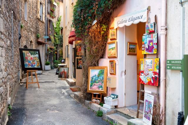 Da non perdere un giro per le stradine medievali di Mougins, il borgo dove Picasso trascorse gli ultimi anni della sua vita